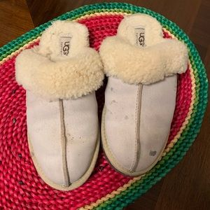 UGG SLIPPERS SIZE US8